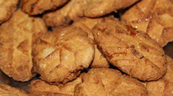 Thekua (the vrat recipe of chhath puja festival)