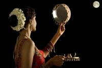 करवा चौथ 2017: जानिए क्या है करवाचौथ के व्रत को सफल बनाने की पूजा विधि (Karva Chauth 2017)